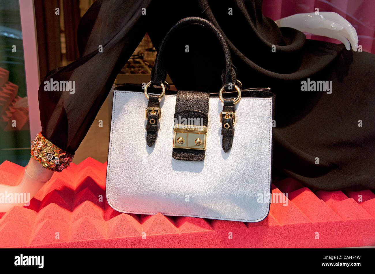 Miu Bag Fotos Alamy Immaginiamp; Stock 2EWD9IeHY