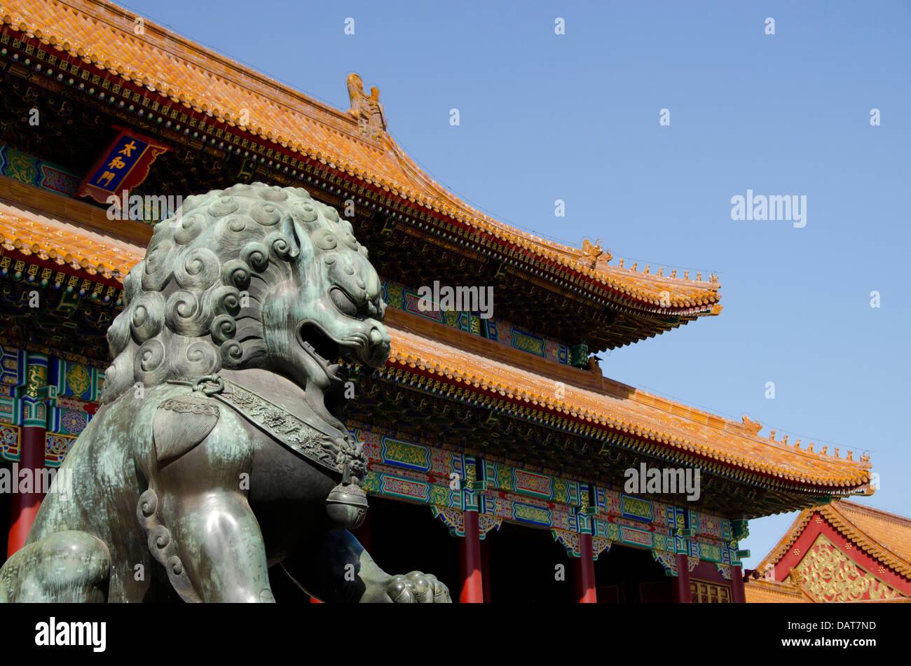 Cina pechino città proibita aka zijin cheng . bronzo leone
