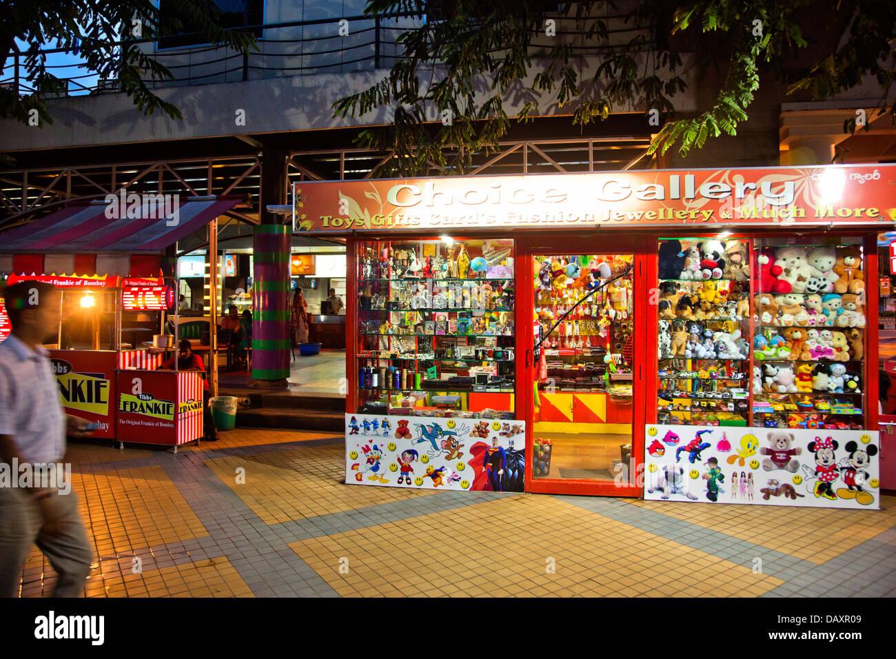 Negozio di giocattoli a luogo turistico, Mangiare Street, Hyderabad, Andhra Pradesh, India Immagini Stock