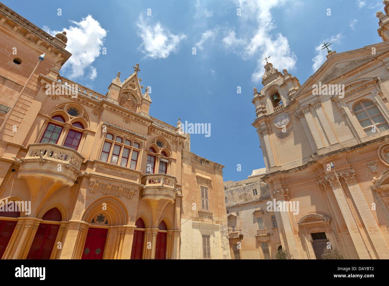 Architettura presso l'elegante città fortificata di Mdina (la città di silenzio), Malta. Immagini Stock