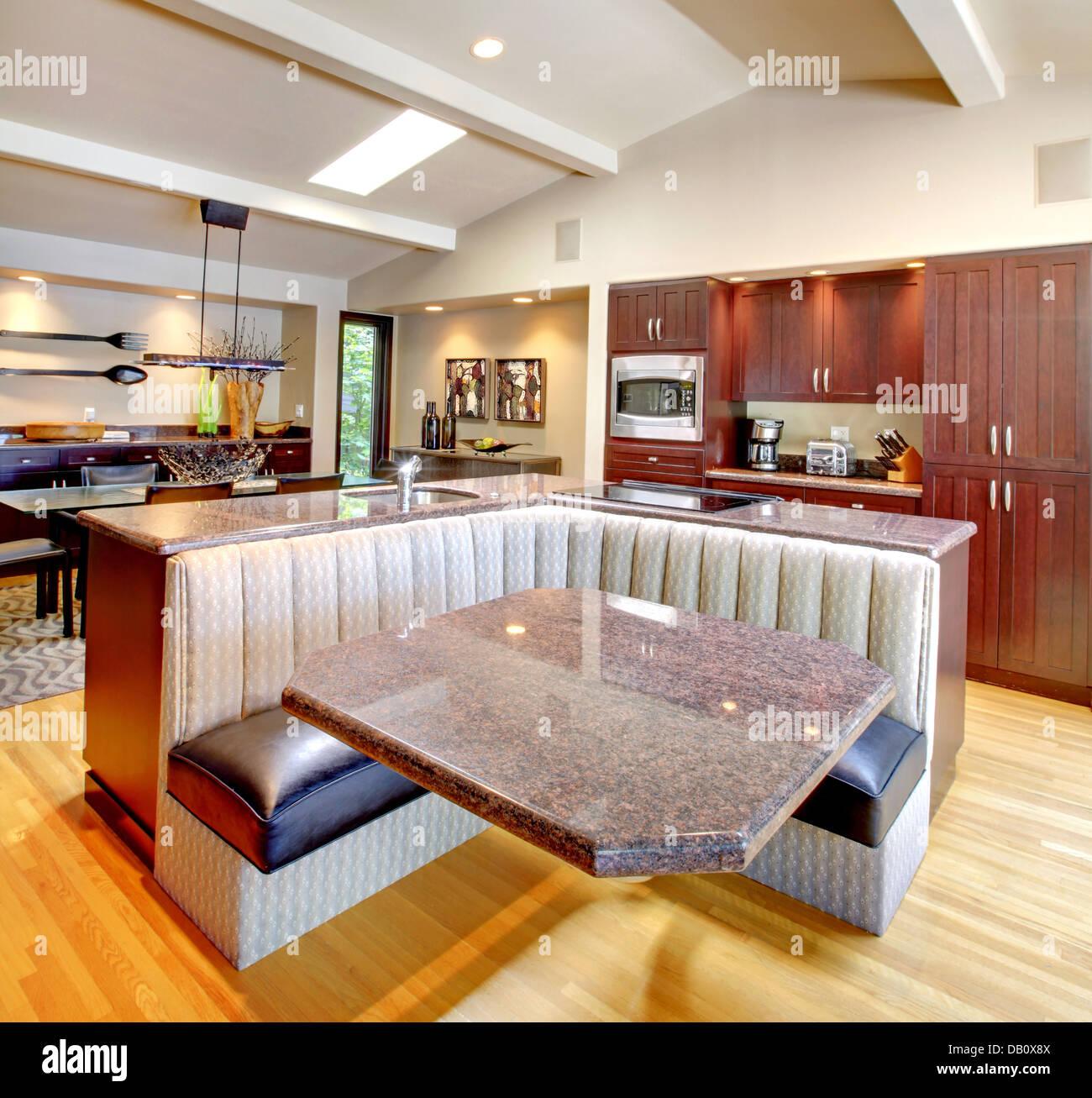 Lusso Cucina in mogano con arredamento moderno Foto & Immagine Stock ...