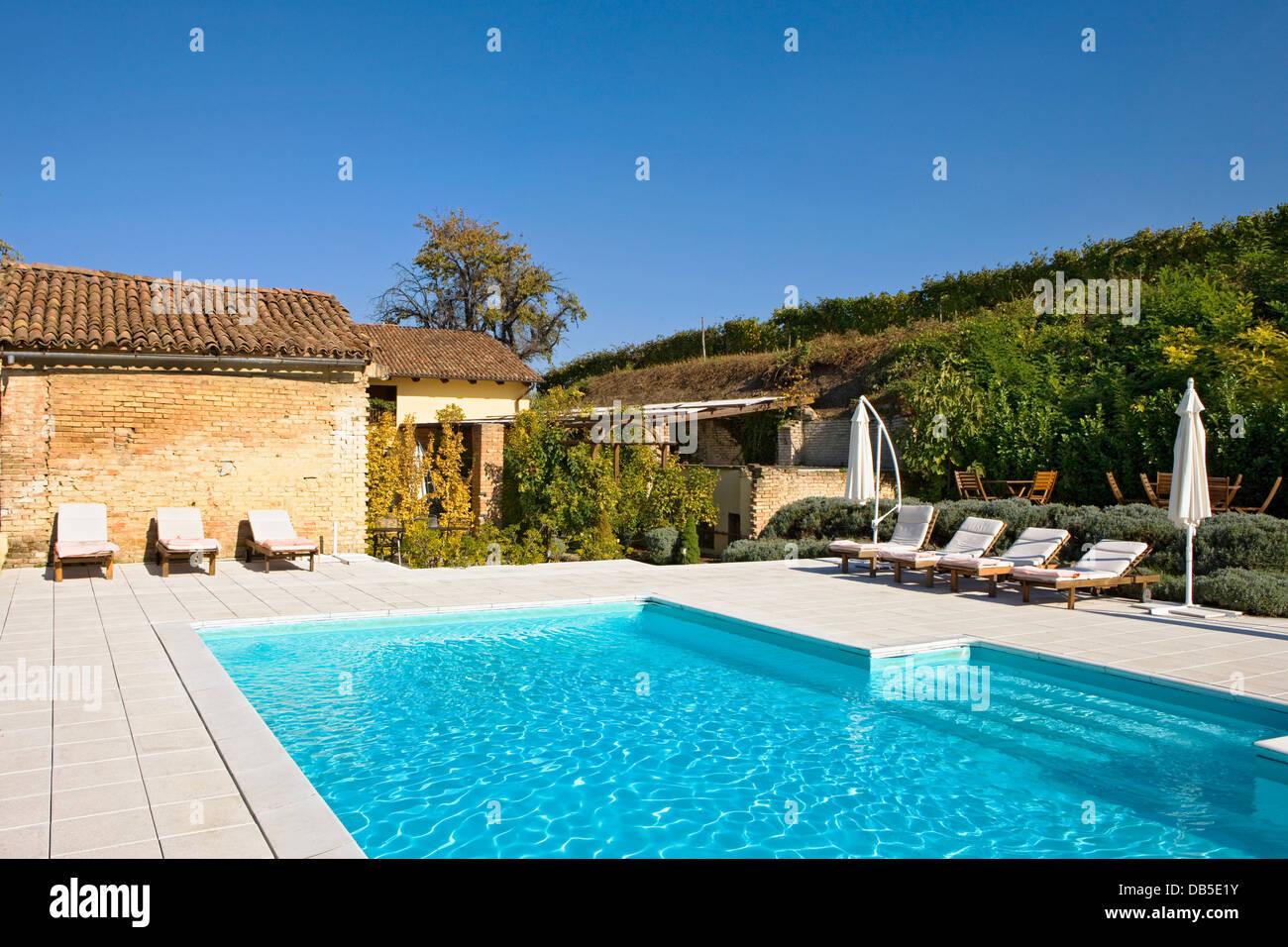 Piscine All Aperto Piemonte l'italia, piemonte, a mombaruzzo, la villa hotel, la piscina