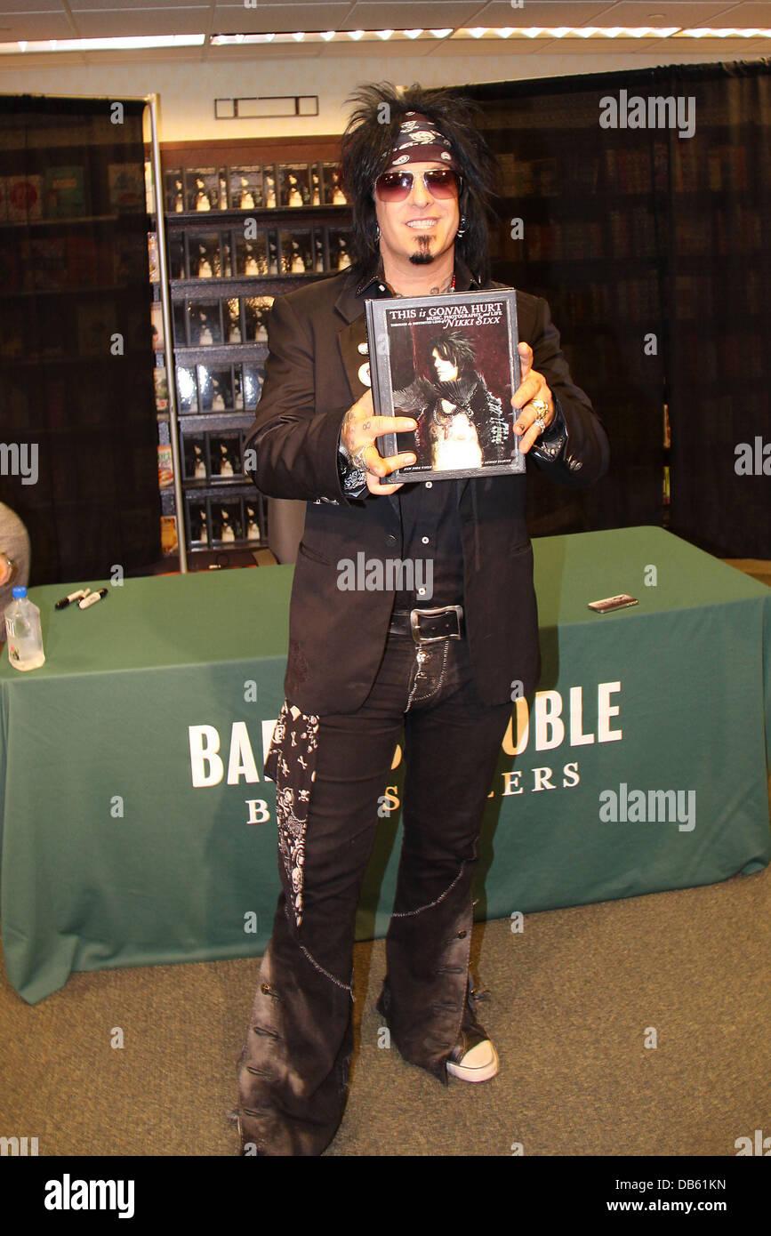 """Nikki Sixx promuove il suo libro """"questo sta andando male"""" per Barnes and Noble Washington DC, Stati Uniti Immagini Stock"""