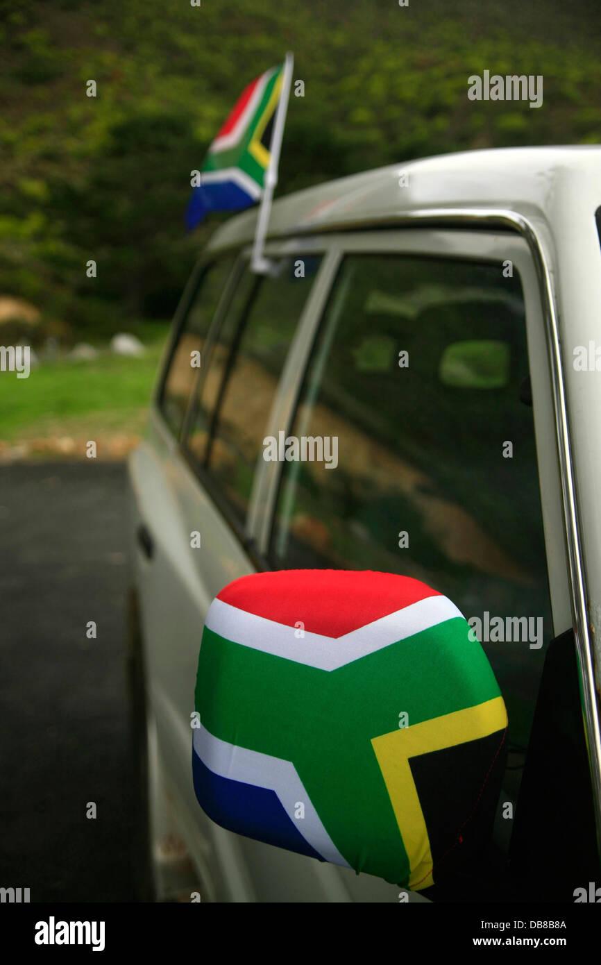 Una vettura adornata South African flag copre lo specchio in bandiera nazionale dei colori durante la Coppa del Immagini Stock