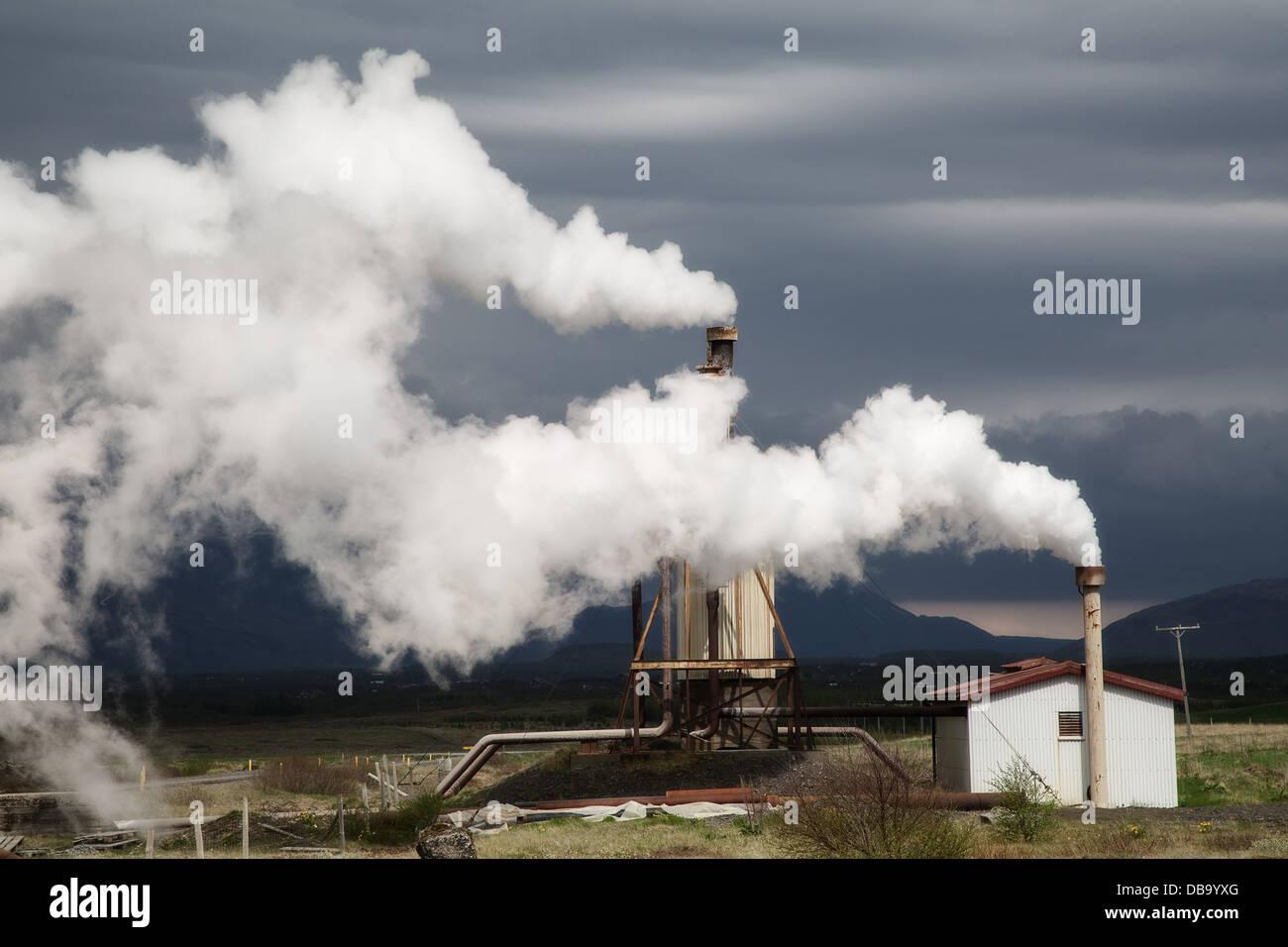 Stazione Elettrica Geotermica verde alternativa sostenibile ed energia pulita piccolo impianto locale in Islanda Immagini Stock