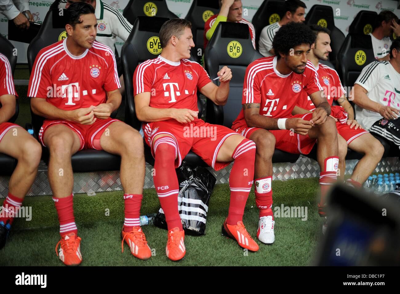 Dortmund, Germania. 27 Luglio, 2013. Monaco di Baviera Claudio Pizarro (L-R), Bastian SCHWEINSTEIGER, Dante e Diego Immagini Stock