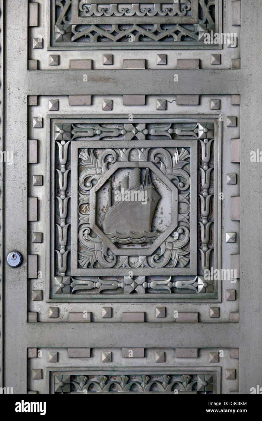 Porte di bronzo sulla parte esterna di scambio 20 posto nel quartiere finanziario di New York in stile Art Deco Immagini Stock