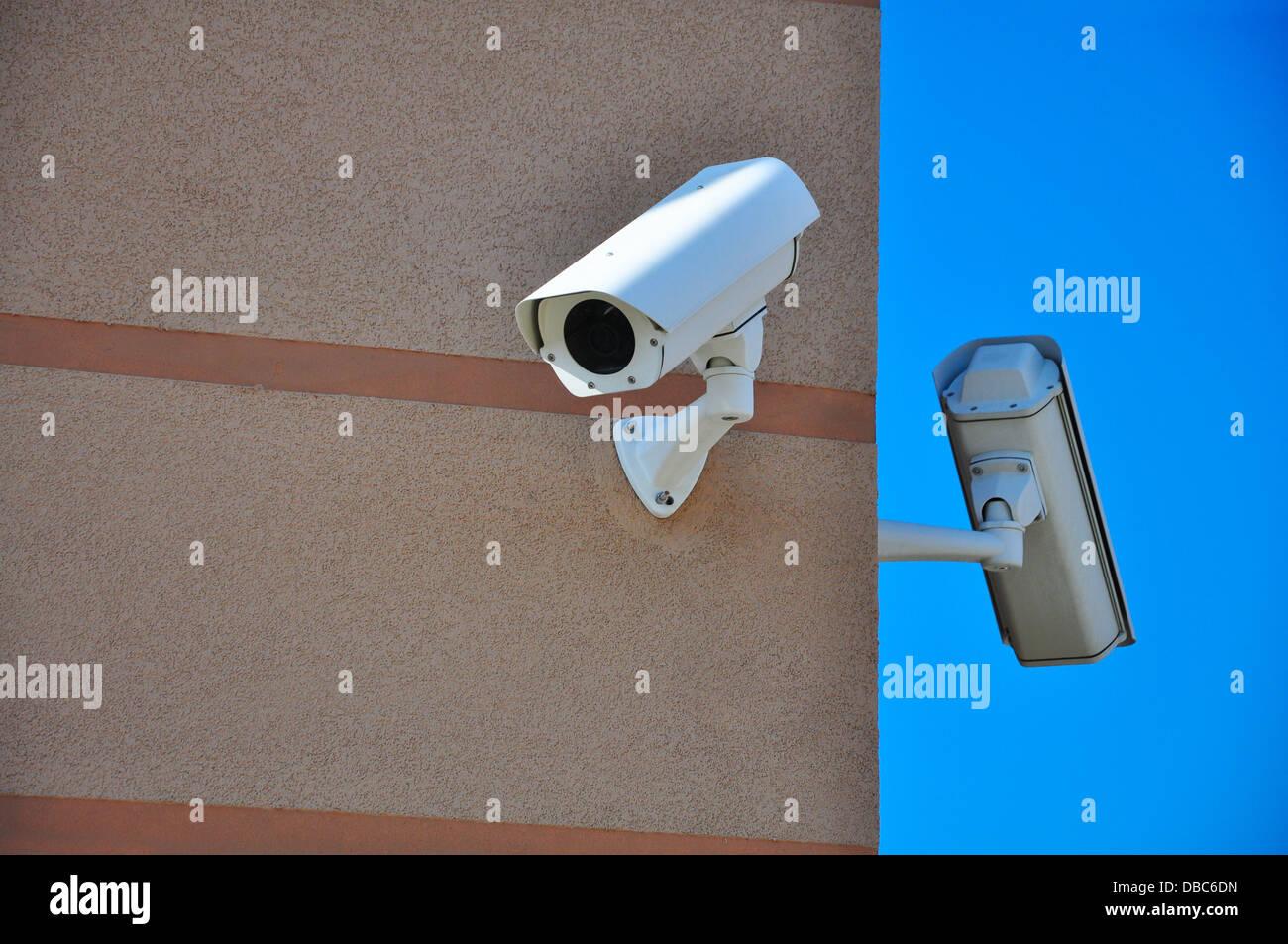 video telecamera voyeur de suveillance