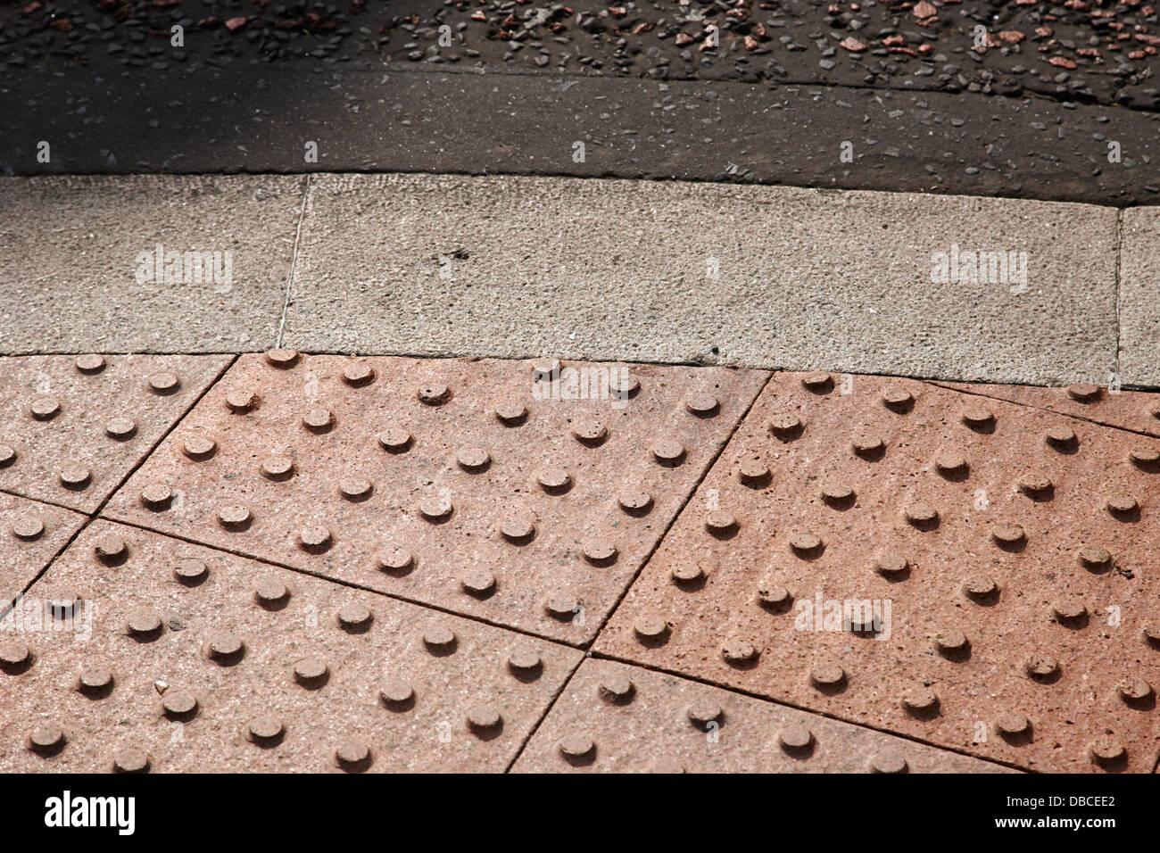 Cupola tronco piastrelle pavimentazione tattile regno unito foto
