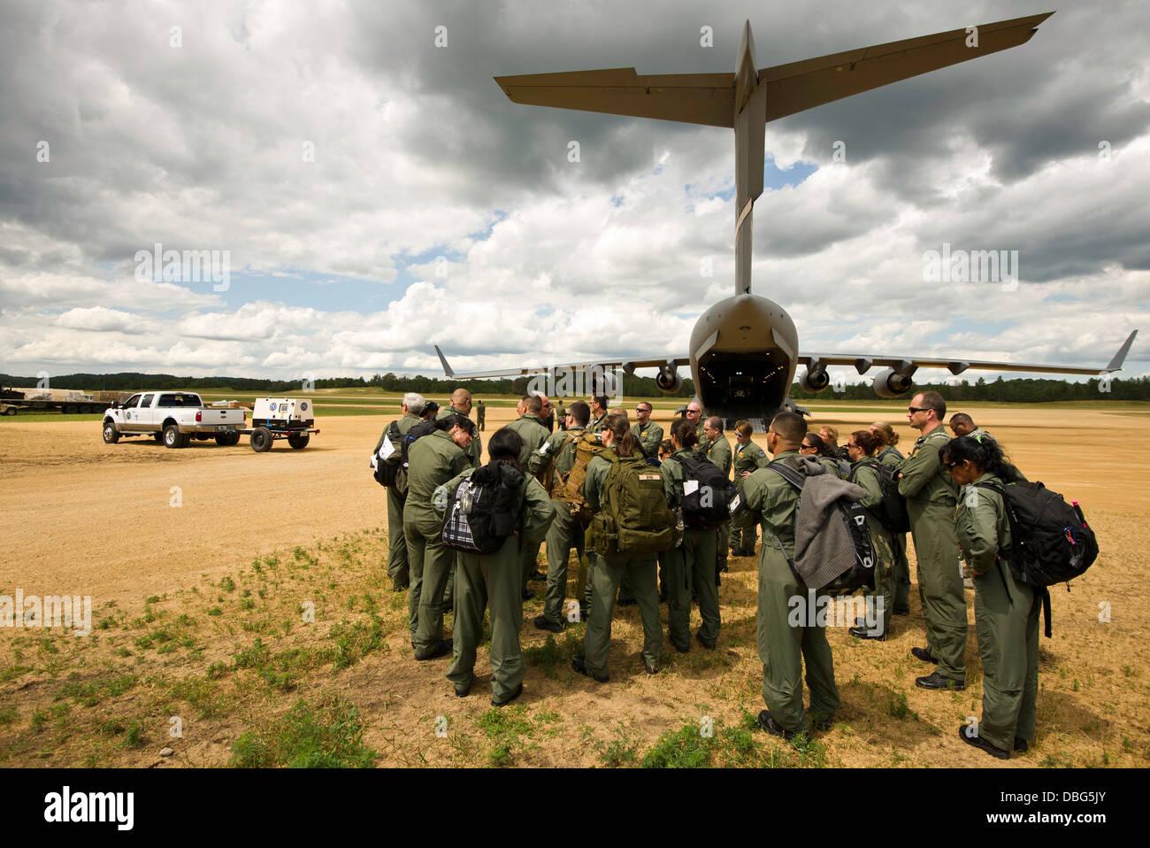 Il Florida chirurgiche avanzate e trasporti Team arriva a giovani Air Assault striscia per partecipare nella posizione Immagini Stock