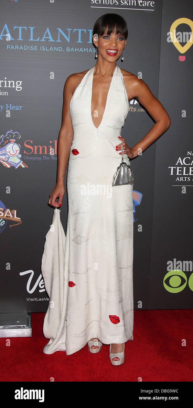 Denise Vasi , arrivando al giorno Emmy Awards all'Hilton Hotel e Casino - tappeto rosso. Las Vegas, Nevada  Immagini Stock