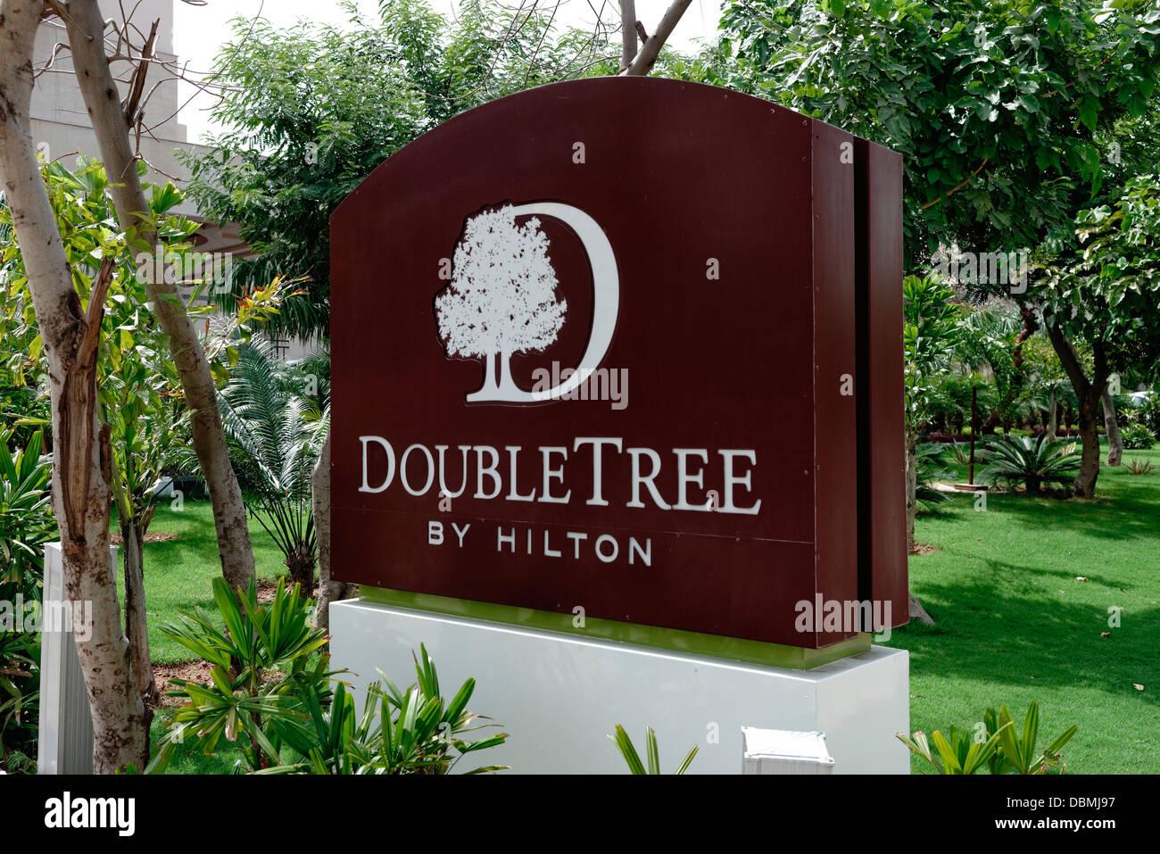 Cartello Hilton Doubletree Hotel Gurgaon Haryana india Immagini Stock