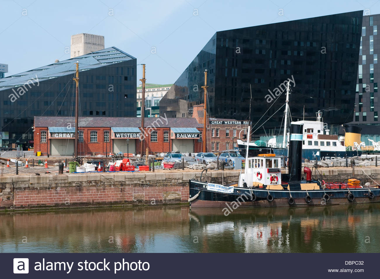 Moderni e antichi edifici, astuzia Dock, Liverpool, Regno Unito Immagini Stock