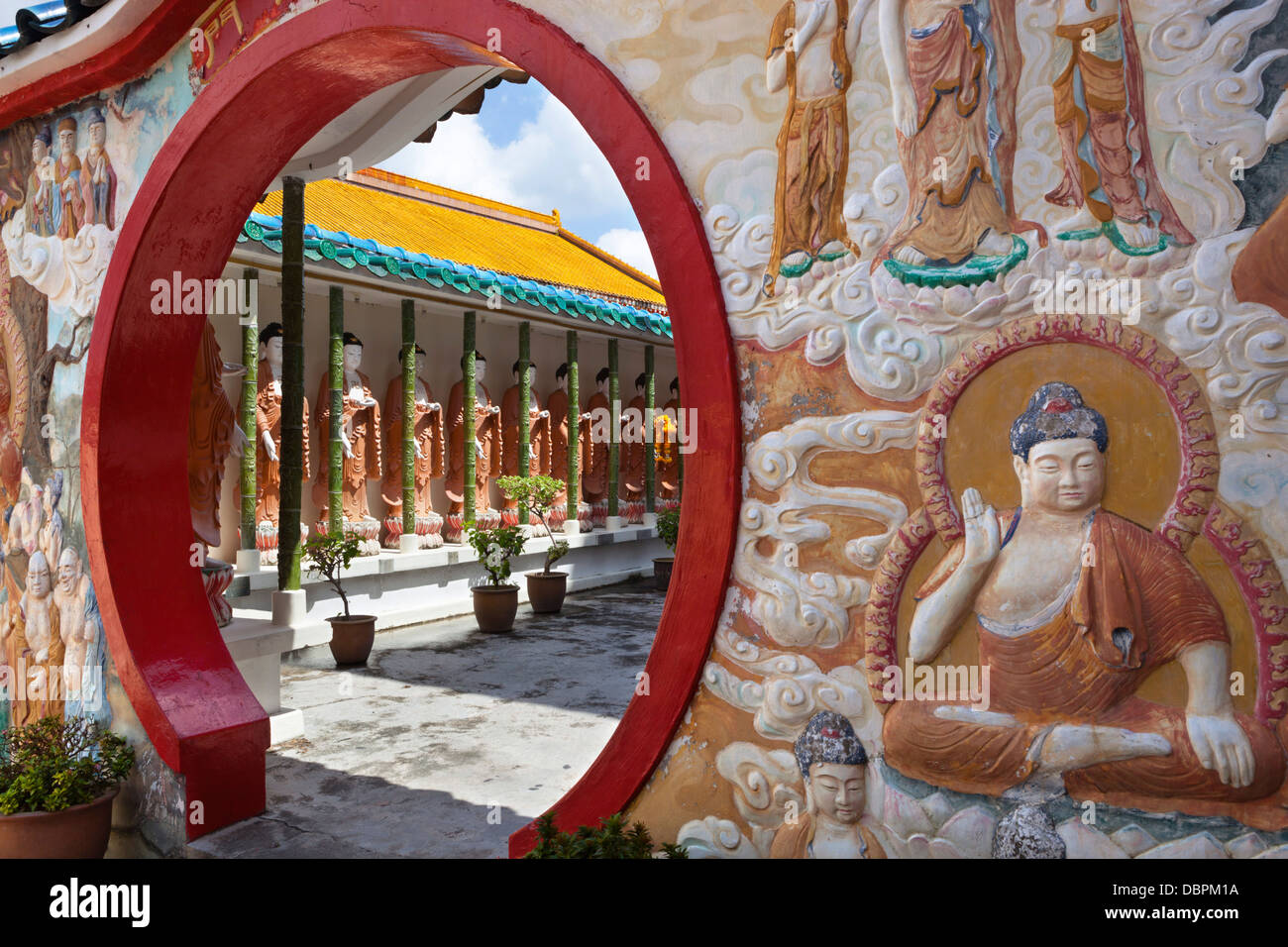 Porta circolare e di Buddha, Tempio di Kek Lok Si, gru Hill, Georgetown, Pulau Penang, Malaysia, Asia sud-orientale, Immagini Stock