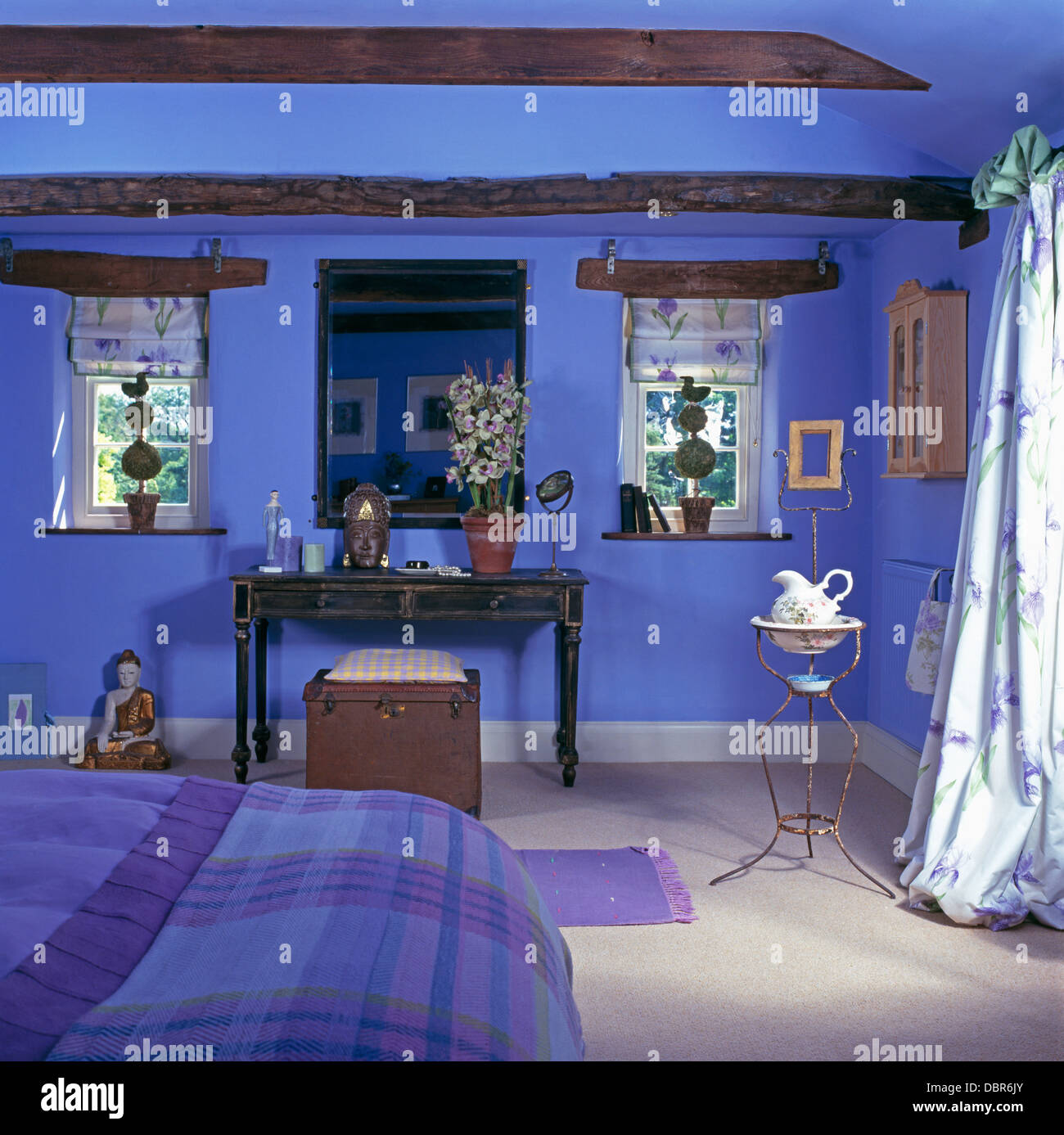 Dimensioni Finestre Camera Da Letto vintage metallo francese lavabo in blu luminoso cottage