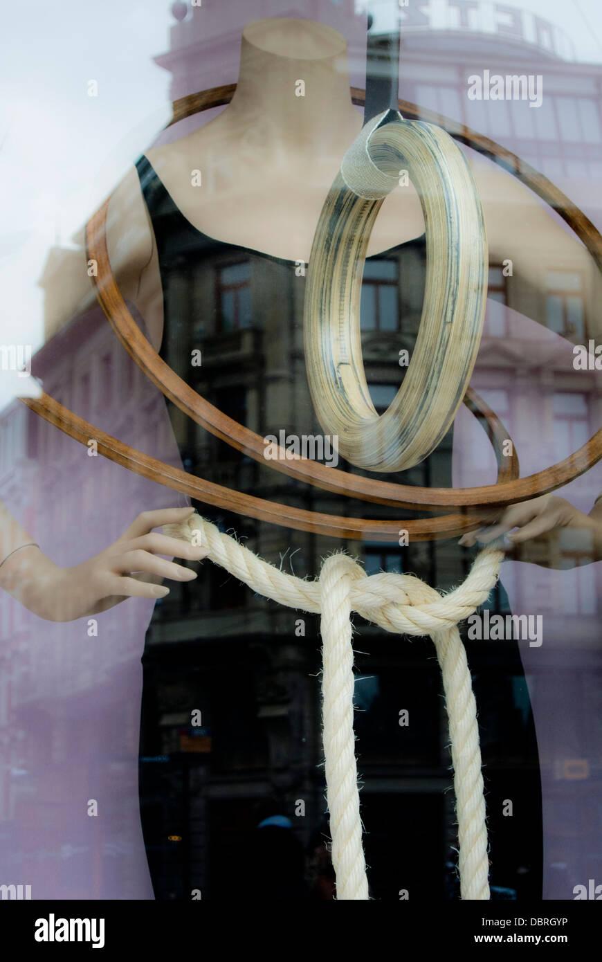 La finestra di visualizzazione manichino negozio di sport Immagini Stock