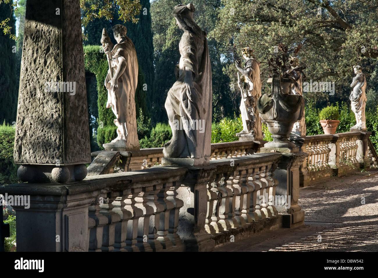 Le Statue Sulla Terrazza Di Villa La Pietra Firenze Italia