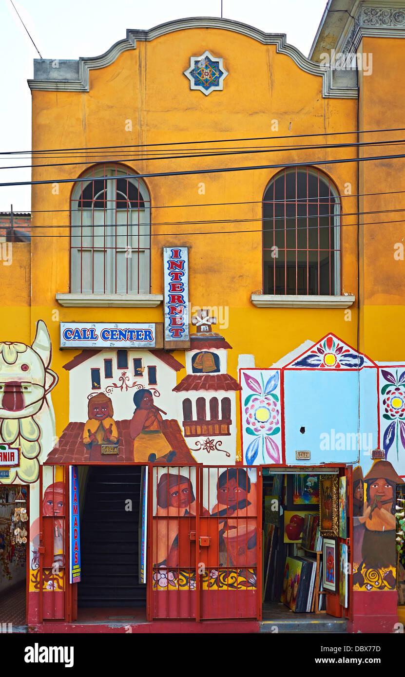 Dipinto di Shop fronti nel quartiere di Miraflores, Lima, Perù. Immagini Stock