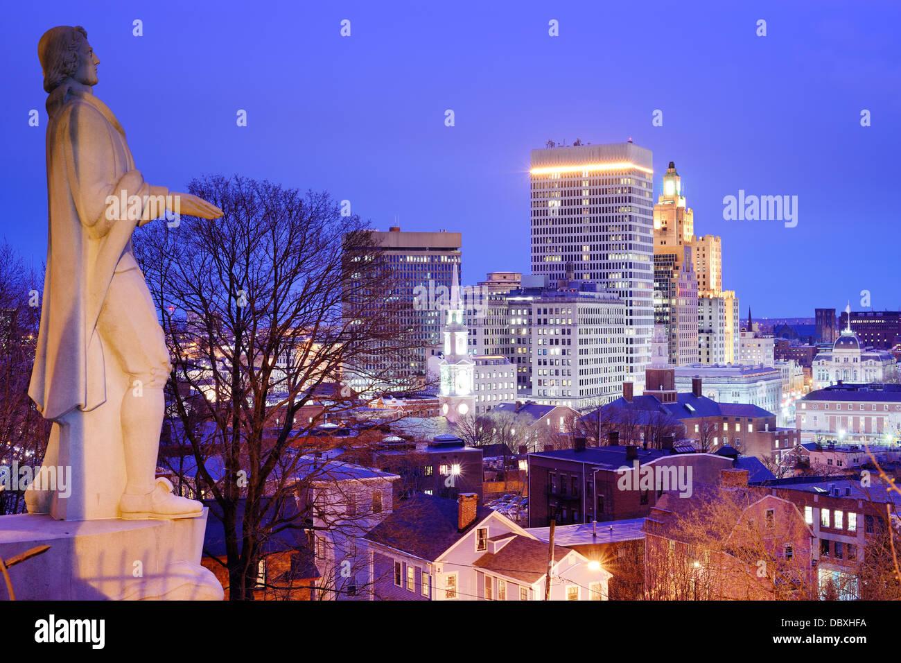 Providence Rhode Island skyline con Roger Williams monumento. Immagini Stock