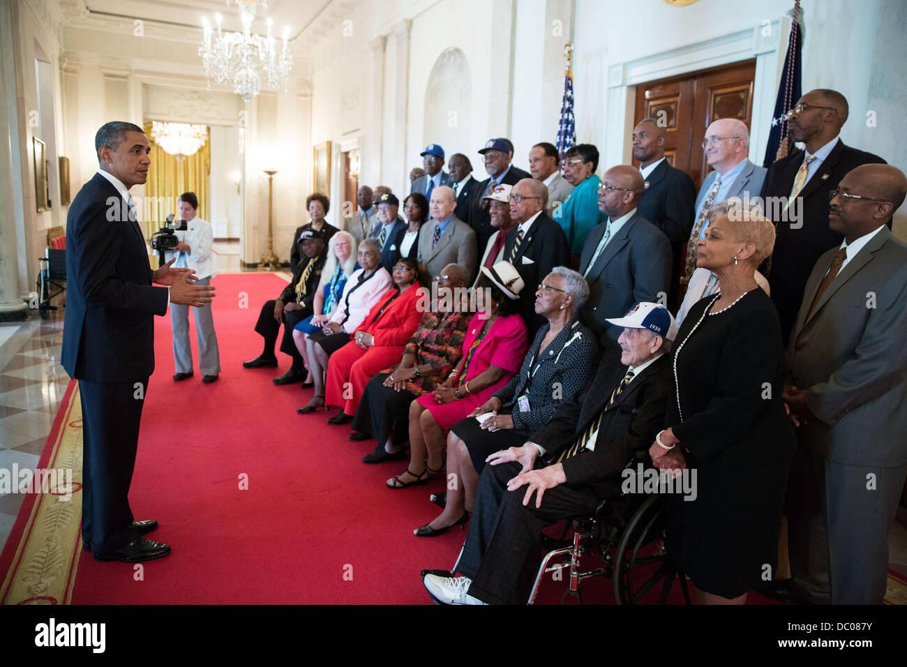Il Presidente Usa Barack Obama incontra con ex Negro League Baseball giocatori nel grande atrio della Casa Bianca Immagini Stock