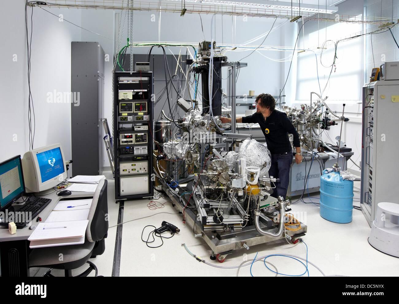 UHV (ad ultra alto vuoto) Camera, Nanophysics laboratorio di fisica dei materiali Center è un centro comune Immagini Stock