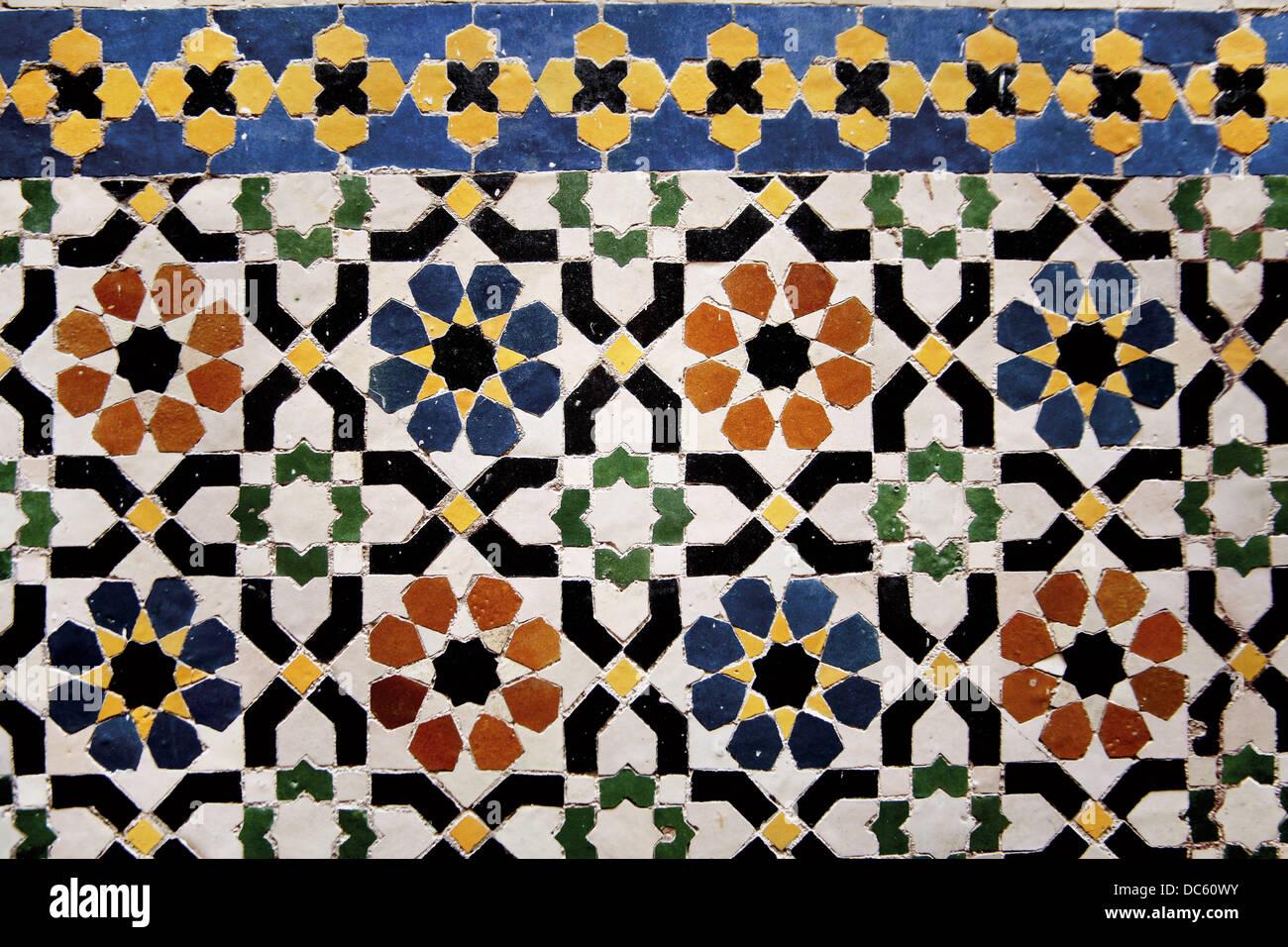 Zellige piastrelle ceramiche presso la moschea tijani a fes