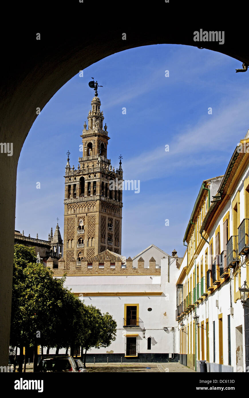 Torre Giralda dalla 'Plaza de Armas' a Siviglia. Andalusia. Spagna. Immagini Stock