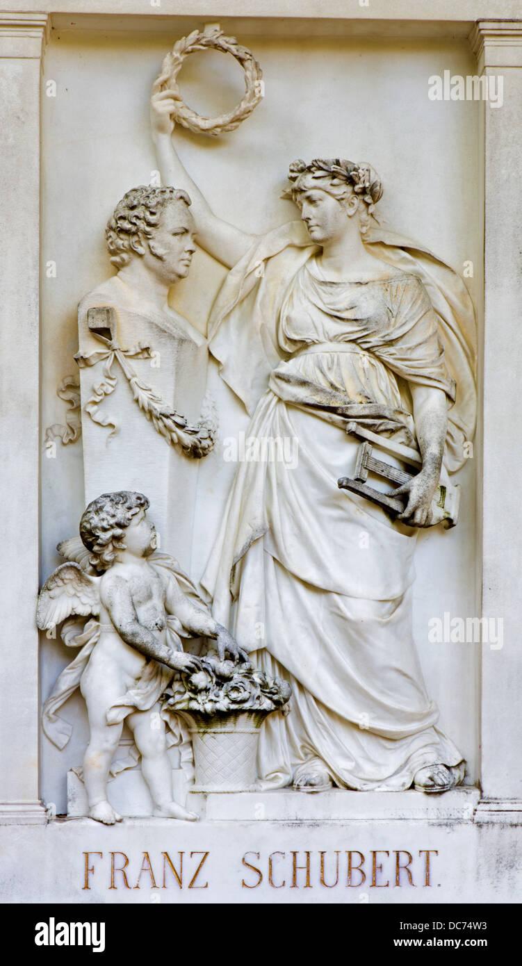 VIENNA - Luglio 27: sollievo dalla tomba del compositore Franz Schubert sul Centralfriedhoff Immagini Stock