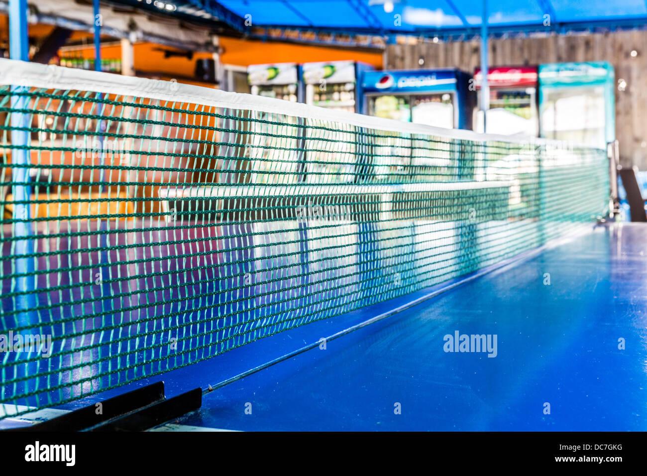 Primo piano di un tavolo da ping pong net in un bar Immagini Stock