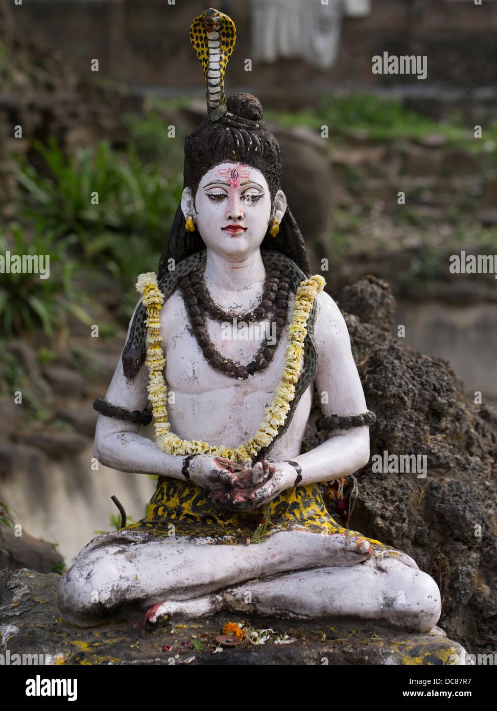 Statua del Signore Shiva, divinità Indù - La vita sulle rive del Gange Fiume - Varanasi, India Immagini Stock