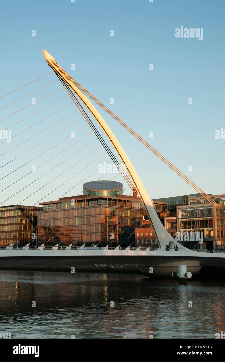Samuel Beckett Bridge è un cavo ponte alloggiato in Dublino Foto Stock