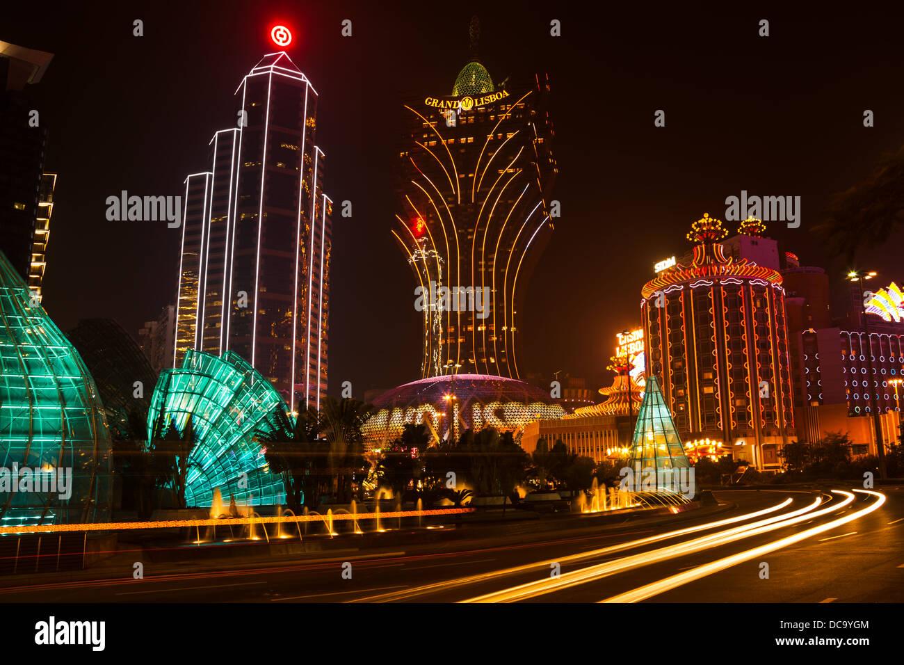 Vista notturna del Grand Lisboa casinò di Macau, Cina. Immagini Stock