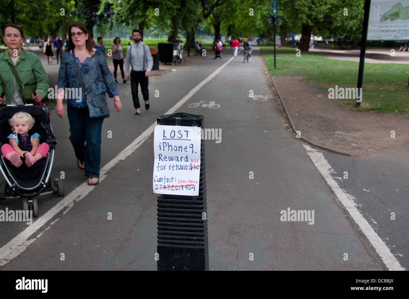 Hackney , i campi di Londra. Avviso appello per il ritorno di perso i-phone e l'offerta di ricompensa. Immagini Stock