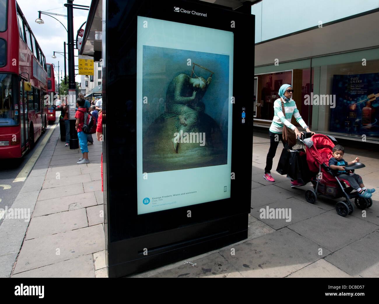 Londra 14/08/13: i visitatori a John Lewis sezione di Oxford Street possono godere gratuitamente una raffinata arte Foto Stock
