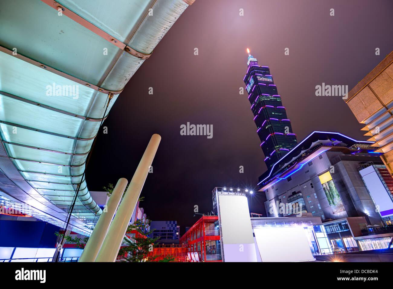Paesaggio urbano in notturna di Taipei, Taiwan. Immagini Stock