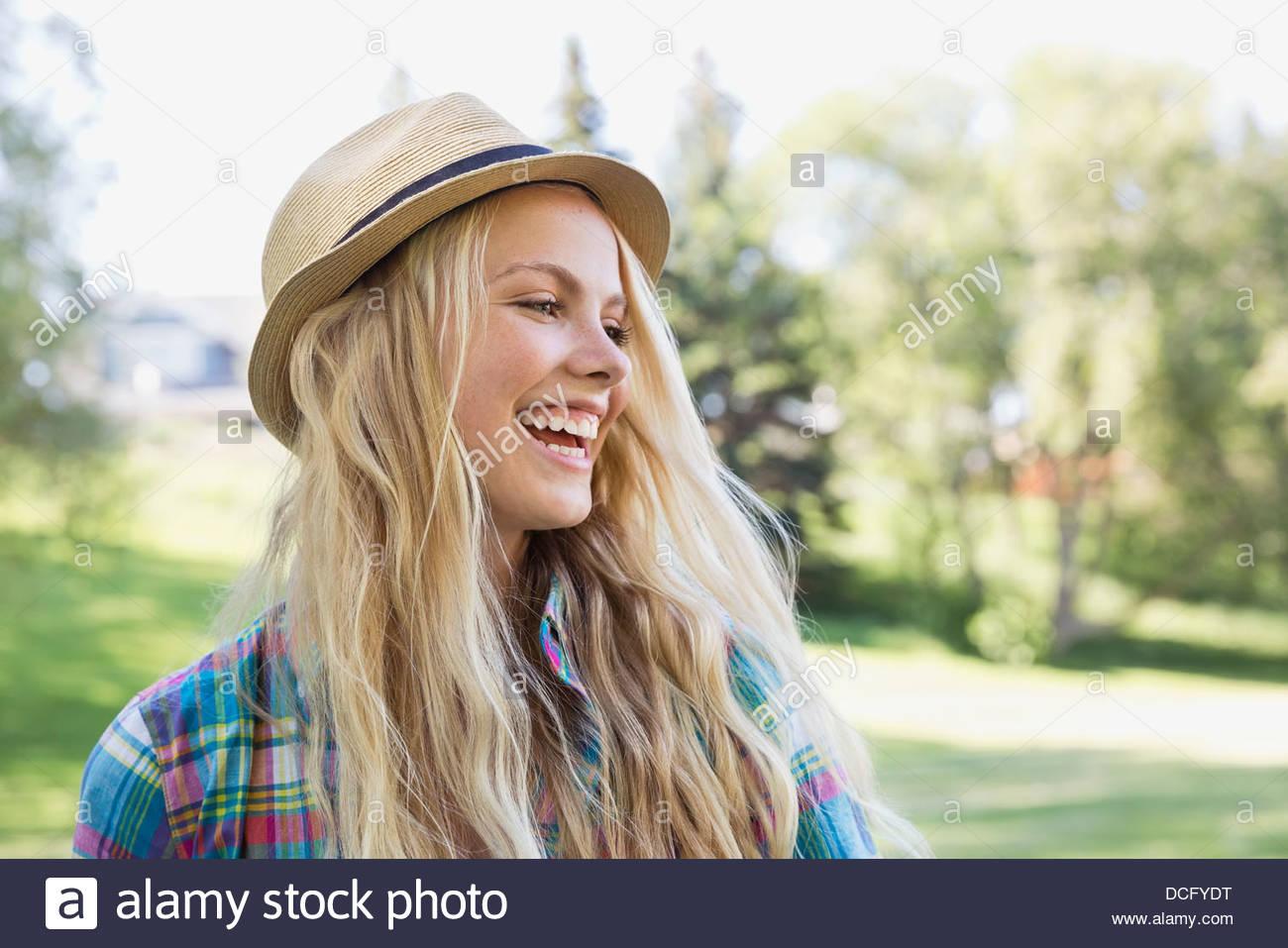 Ritratto di adolescente che indossa un cappello Immagini Stock