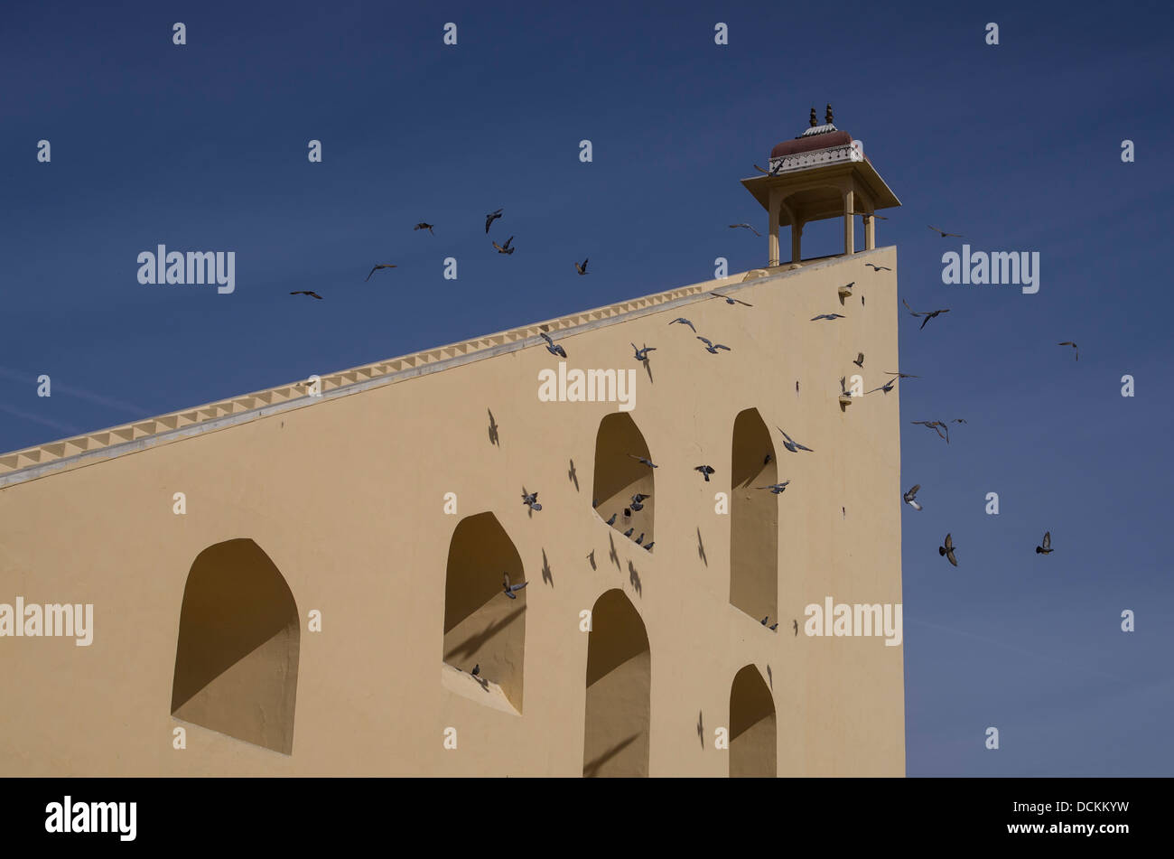 Samrat Yantra 27m meridiana un dispositivo astronomico a Jantar Mantar Observatory - Jaipur, Rajasthan, India Immagini Stock