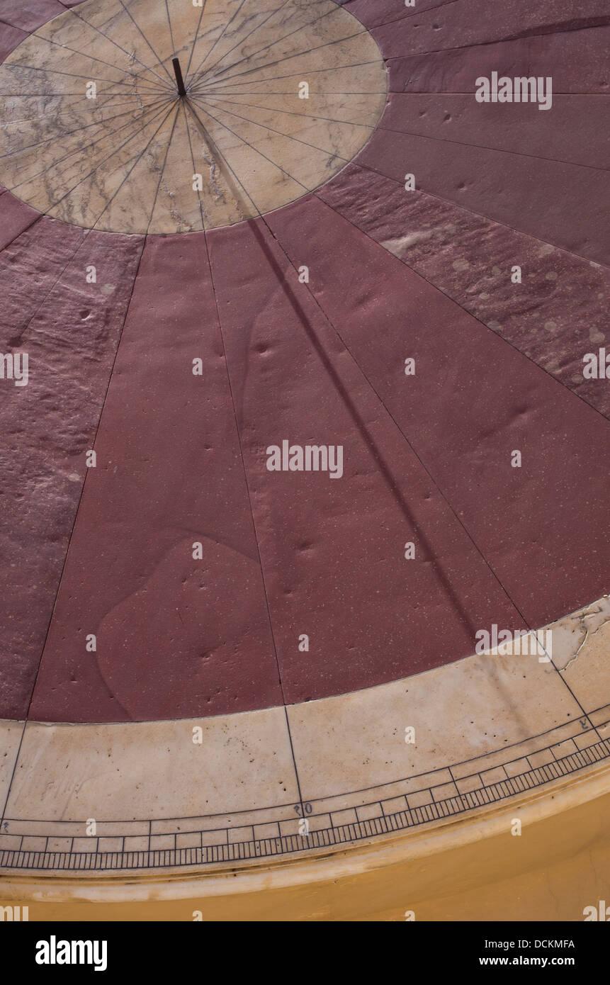 Dispositivi astronomici a Jantar Mantar Observatory - Jaipur, Rajasthan, India Immagini Stock