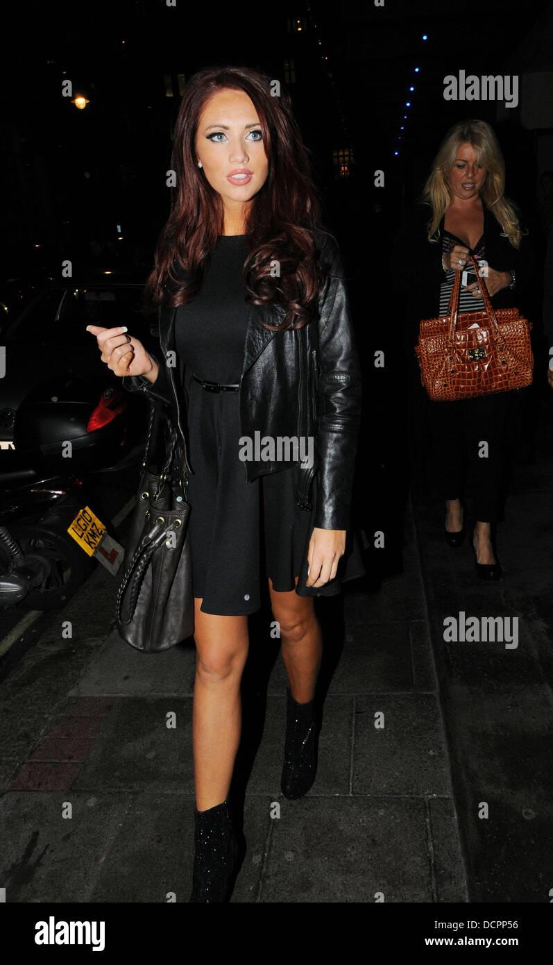 cb637fb9e879 Amy Childs fuori e circa a Mayfair indossa un abito dal suo proprio marchio  di moda