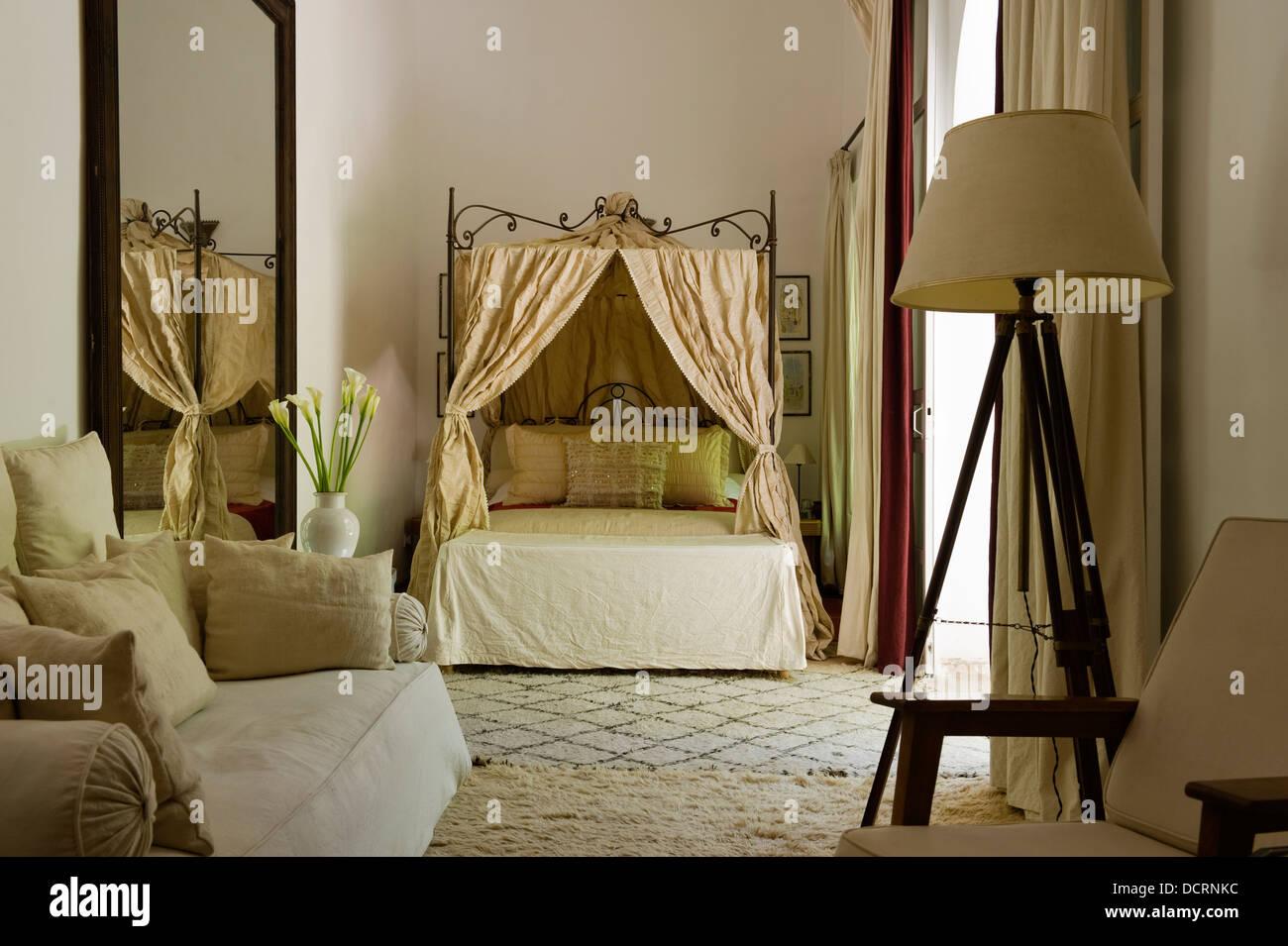 Camera Da Letto Stile Marocco : Stile marocchino camera da letto con tessuti di folle foto