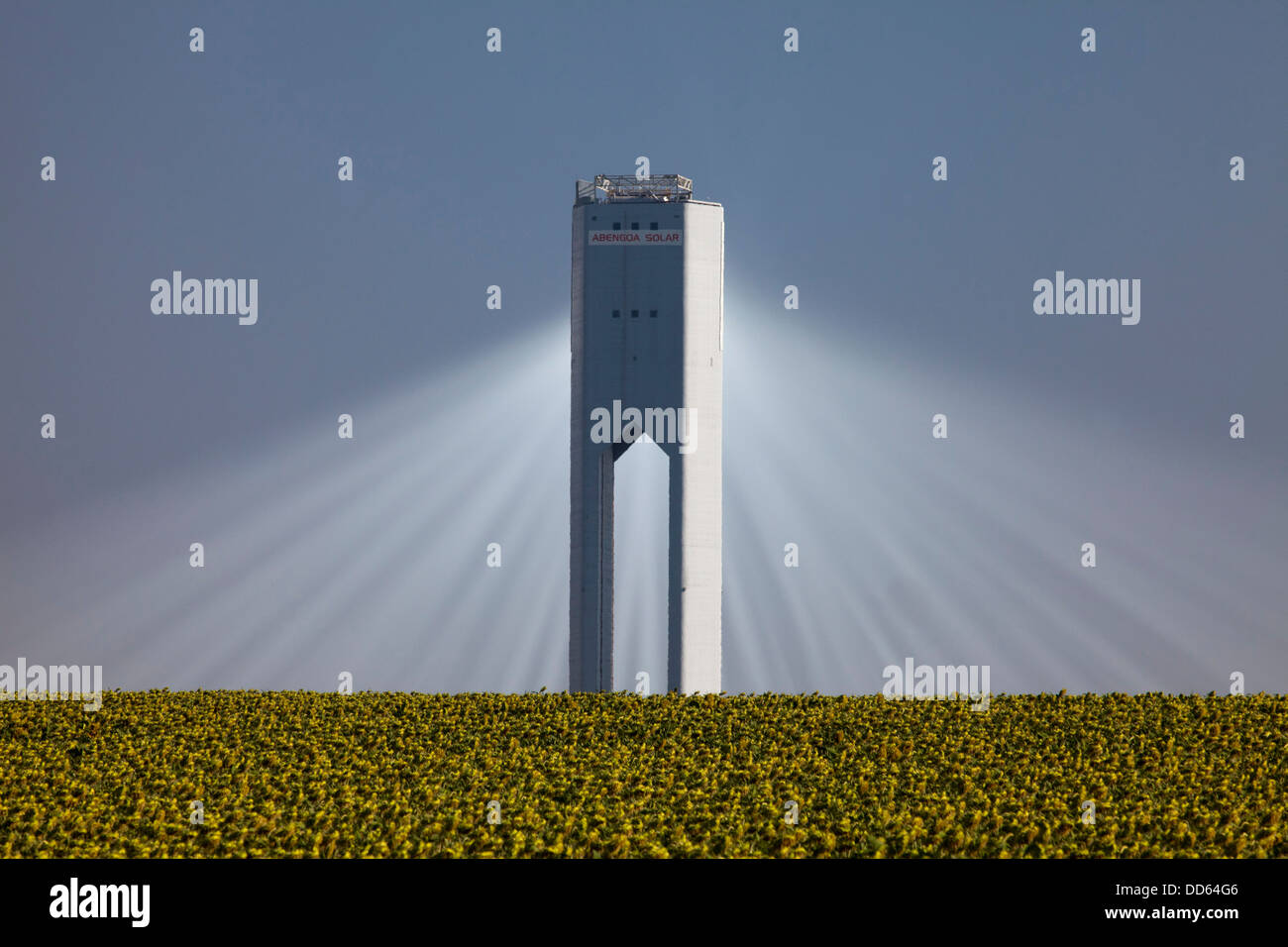 La Planta Solar 20 (PS20) termica torre solare è una energia termica solare impianto a Sanlucar la Mayor vicino Immagini Stock