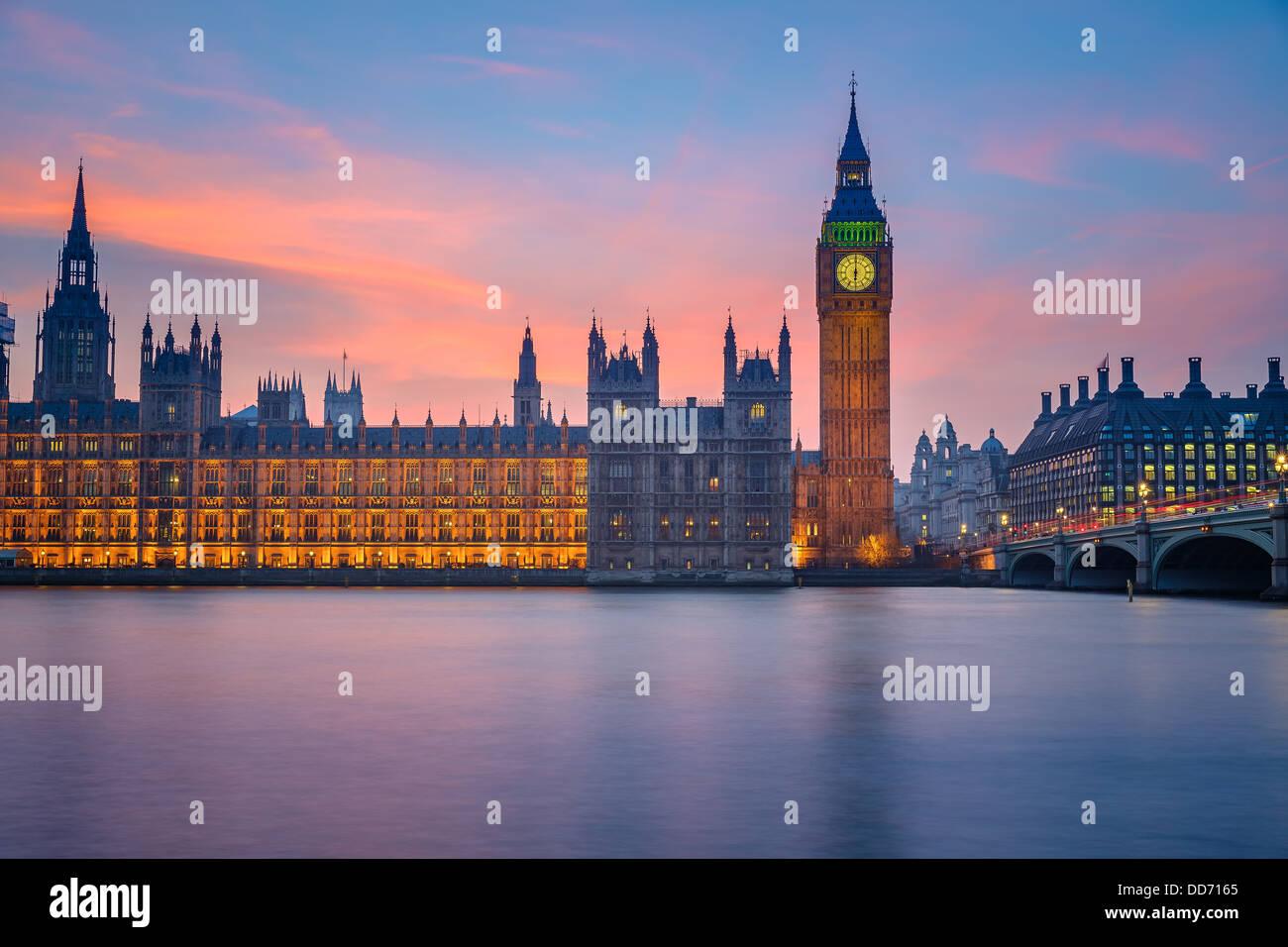 Case del Parlamento di notte, Londra Immagini Stock