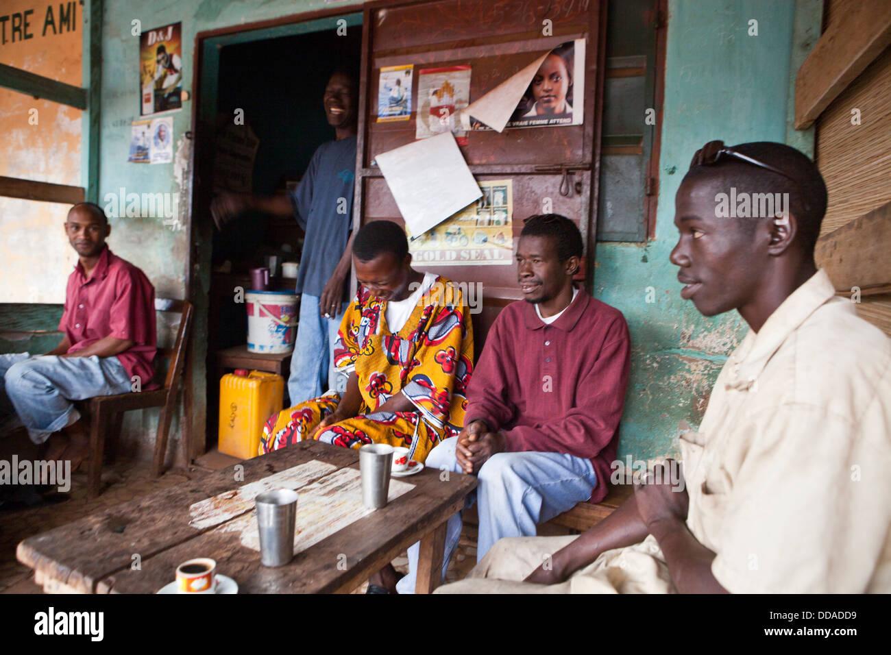 Un coffee house di Boke, Guinea. Immagini Stock