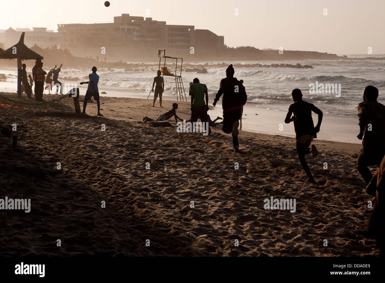 Vita di spiaggia di Dakar in Senegal. Immagini Stock