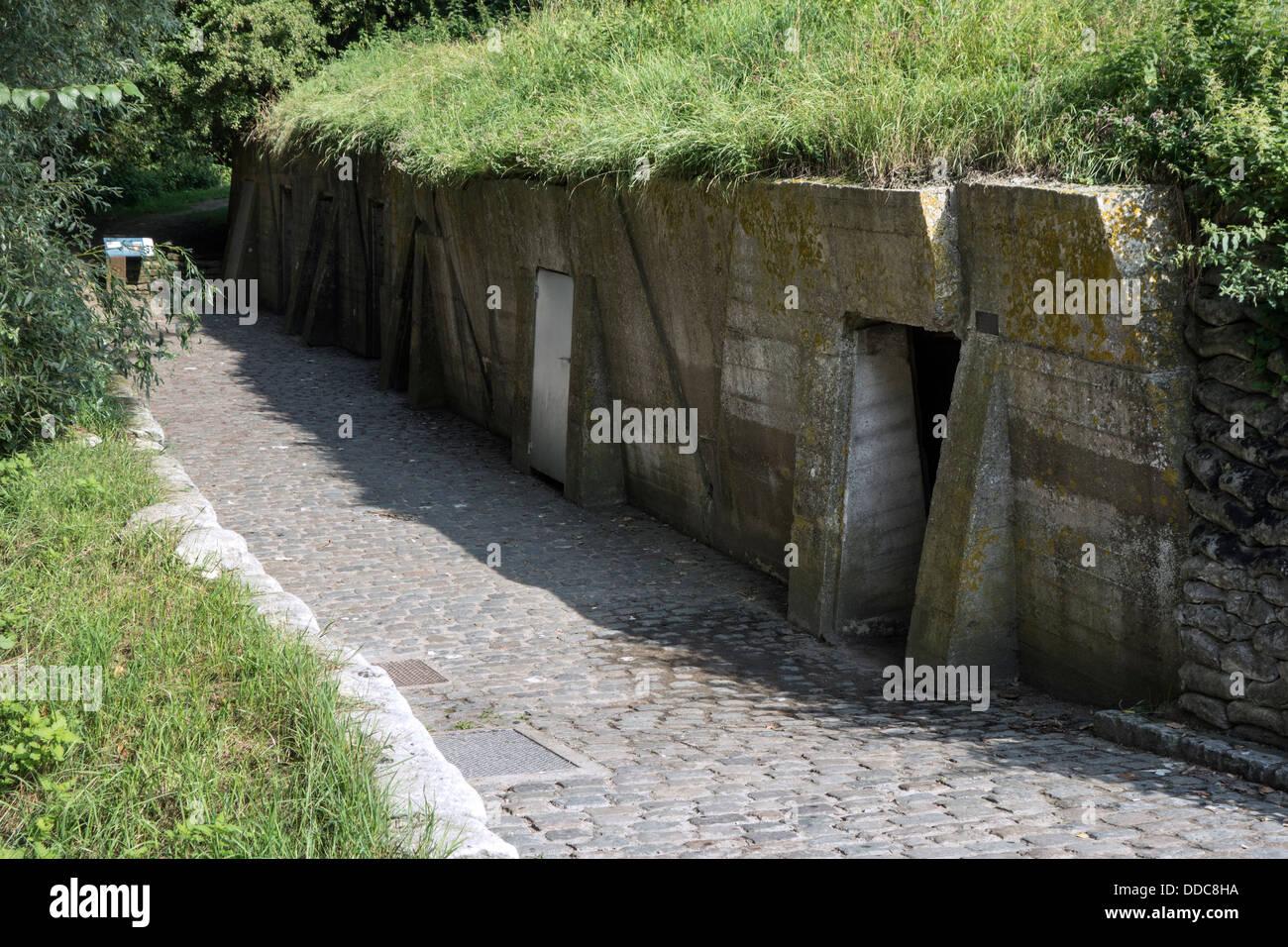 Prima guerra mondiale una medicazione avanzata / stazione ADS bunkers a WW1 John McCrae sito nelle vicinanze di Immagini Stock