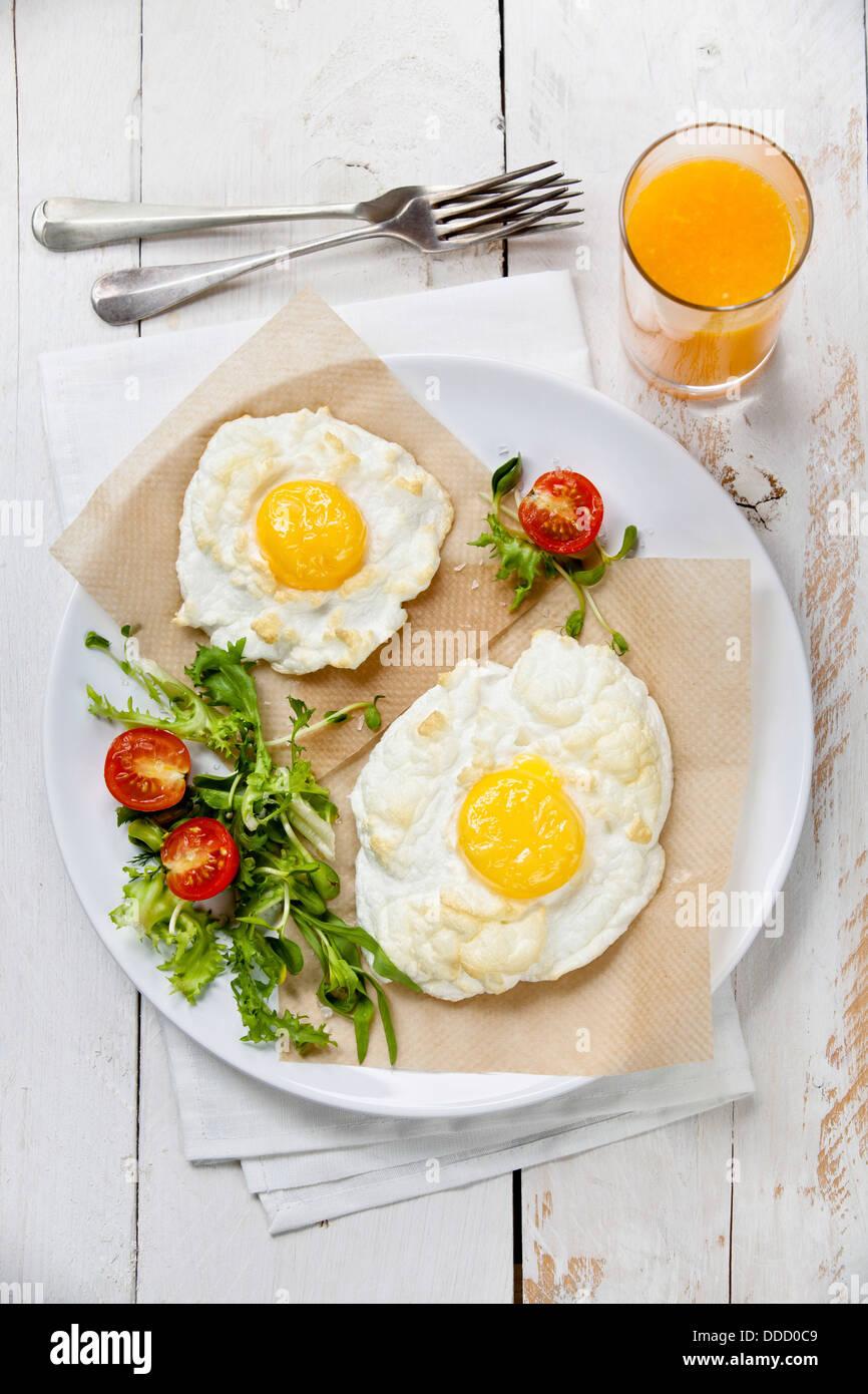 La colazione uova Con insalata Immagini Stock