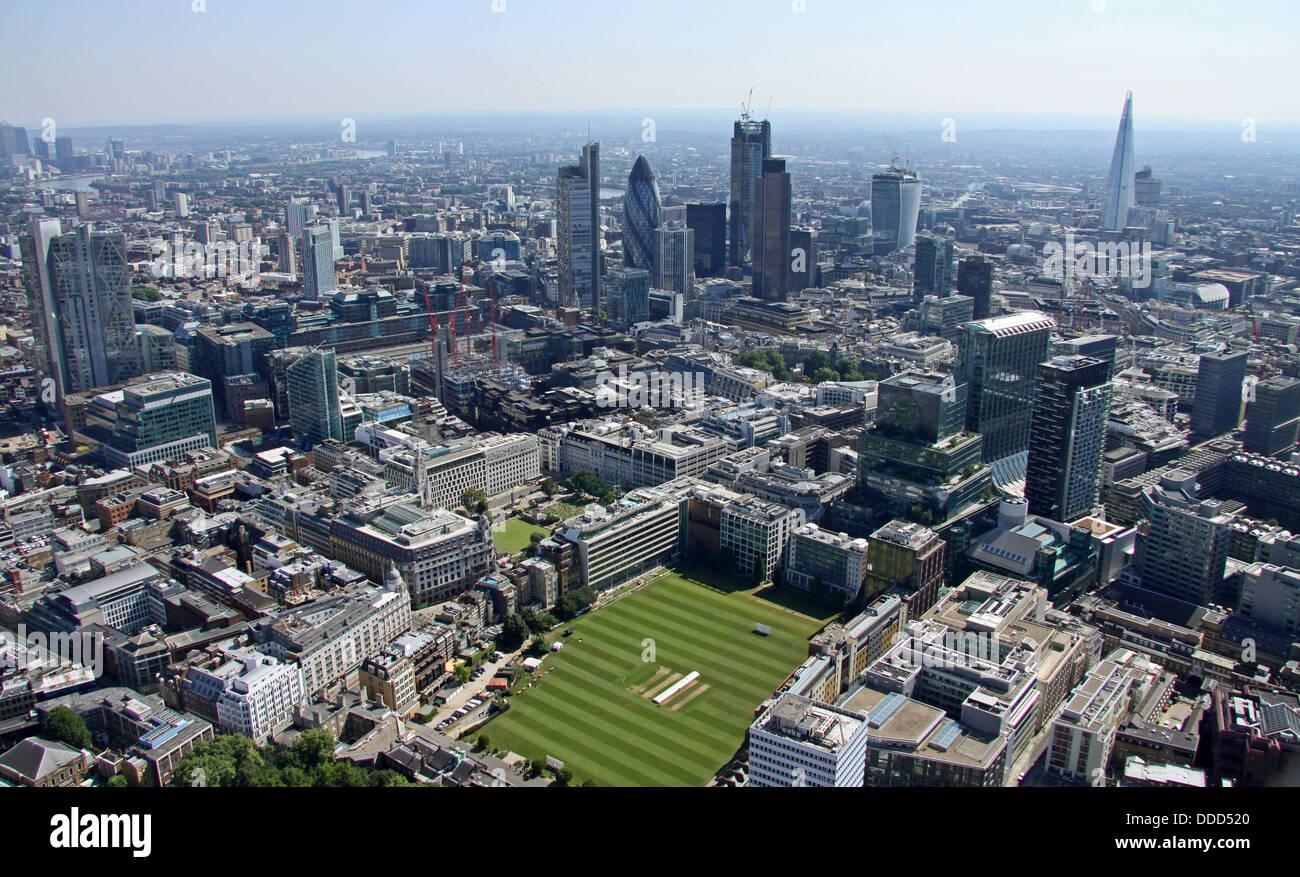 Vista aerea dell'HAC, Onorevole Compagnia di Artiglieria, campi da cricket ground central London, EC2 con la Immagini Stock