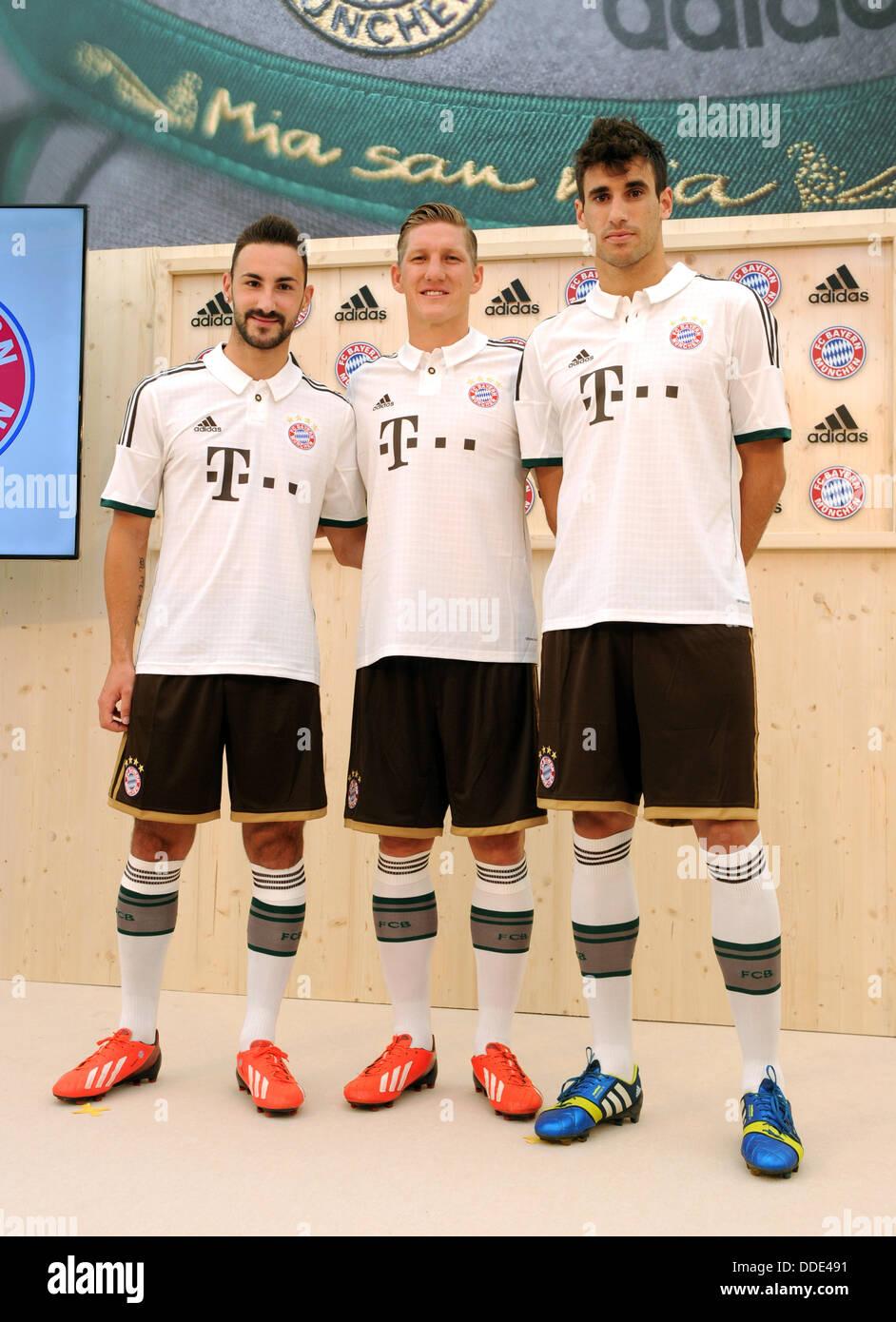 Javier Martinez (R-L), Bastian SCHWEINSTEIGER e Diego Contento di calcio tedesco lato FC Bayern Monaco pone durante Immagini Stock