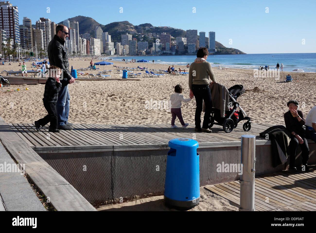 Handicap accesso alla spiaggia di Levante a Benidorm Costa Blanca Spagna Immagini Stock