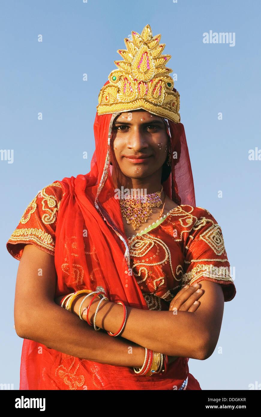 Uomo vestito come indù di carattere mitologico, Jaipur, Rajasthan, India Immagini Stock